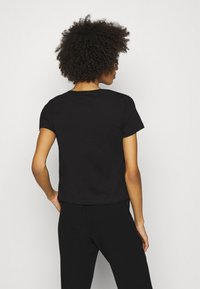 Guess - ADRIA TEE - T-shirt con stampa - jet black - 2