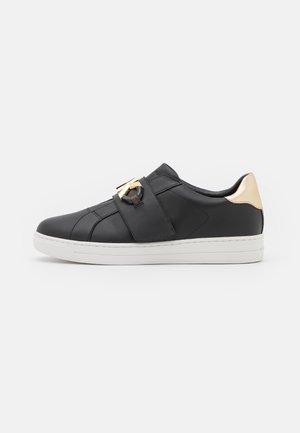KENNA - Sneaker low - black/gold