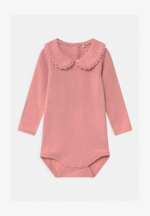 NBFSONJA - Langærmede T-shirts - blush