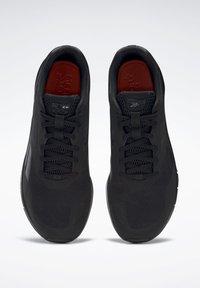 Reebok - RUNNER 4.0 MEMORYTECH - Neutral running shoes - black - 5