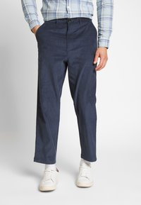 Farah - HAWTIN - Spodnie materiałowe - yale - 0