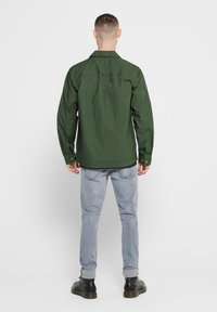 Only & Sons - ONLY & SONS HEMD LEICHTES OVER - Summer jacket - olive night - 2