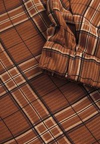 Karen by Simonsen - MICHIGANKB - Spodnie materiałowe - camel - 4