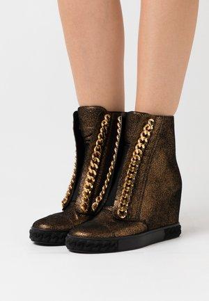 Kotníková obuv na vysokém podpatku - dark phoenik super nova