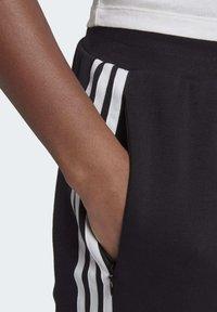 adidas Originals - SLIM CUFFED JOGGERS - Trainingsbroek - black - 4