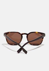 Burberry - UNISEX - Sunglasses - dark havana - 2