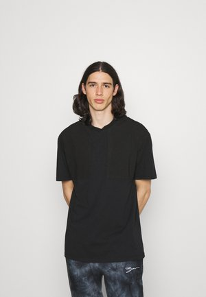 UTILITY PANEL TEE - Basic T-shirt - black