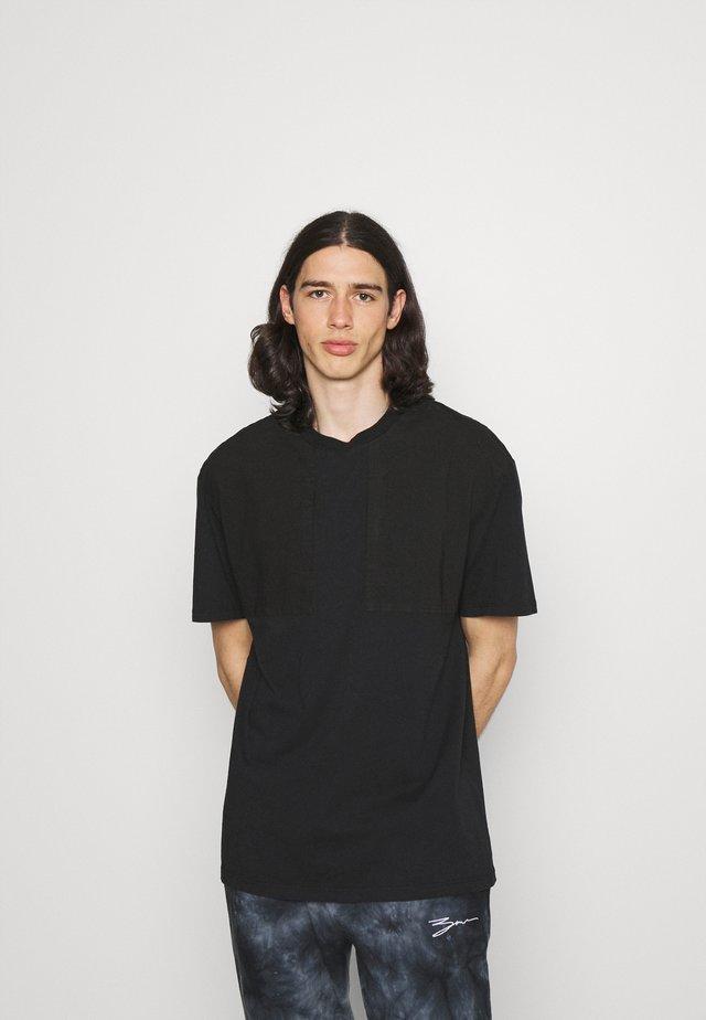 UTILITY PANEL TEE - T-Shirt basic - black