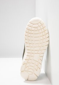 Kappa - FOLLOW - Sports shoes - army/offwhite - 5