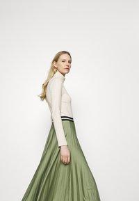 Esprit - PLEATED SKIRT - Pleated skirt - khaki - 3