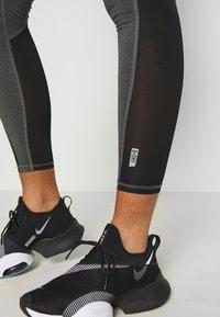 ONLY Play - ONPJYNX TRAINING - Leggings - dark grey melange/black/white gold - 3