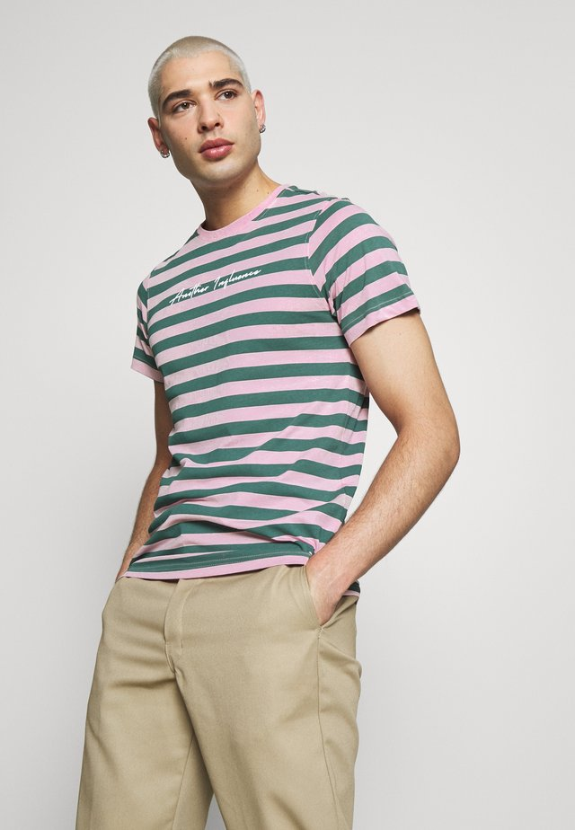 ANOTHER INFLUENCE STRIPE - T-shirt imprimé - pink/khaki