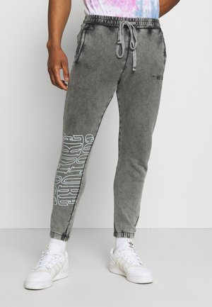 COUTURE WAVE PRINT RELAXED JOGGER - Tracksuit bottoms - grey acid wash