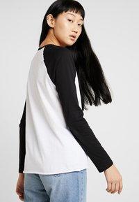 Vans - Long sleeved top - white/black - 2