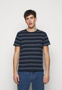 Club Monaco - STRIPE TEE - Print T-shirt - navy multi - 0