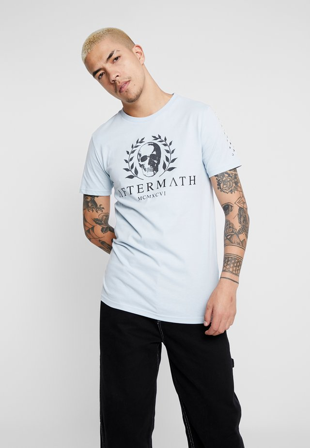 WITH SKULL AND STUDDED ARMS - Print T-shirt - sky blue