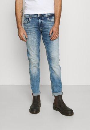 RUSSEL - Slim fit jeans - light used