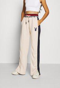 Missguided - PLAYBOY VARSITY WIDE LEG TRICOT PANTS - Pantalones deportivos - stone - 0