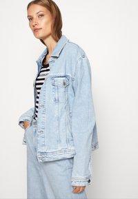 Calvin Klein Jeans - STRIPES BABY TEE - Print T-shirt - black/white - 4