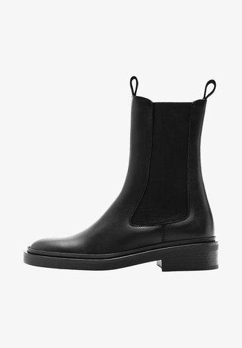 MIT HOHEM SCHAFT  - Platform ankle boots - black