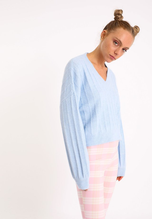MIT GROSSEM - Pullover - blau