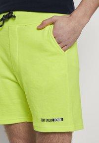 TOM TAILOR DENIM - Shorts - neon green - 4