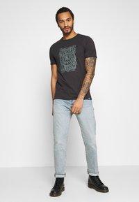 Only & Sons - ONSCARL SLIM RAW EDGE TEE  - T-shirt print - phantom - 1
