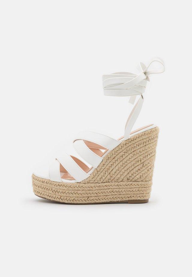 ANISKA - Sandalen met plateauzool - white