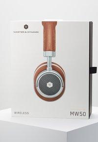 Master & Dynamic - MW50 WIRELESS ON-EAR - Høretelefoner - brown/silver-coloured - 4