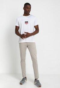 GANT - SHIELD - T-shirt med print - white - 1