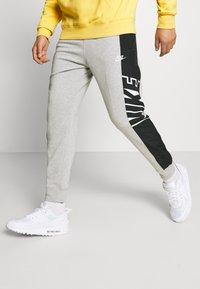 Nike Sportswear - Pantaloni sportivi - grey heather/black/white - 0