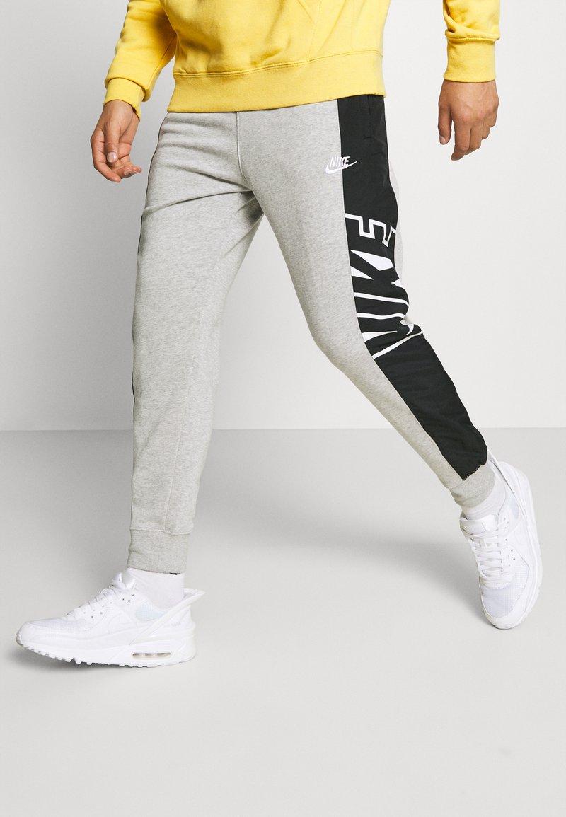 Nike Sportswear - Pantaloni sportivi - grey heather/black/white