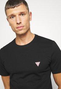 Guess - TEE - Basic T-shirt - jet black - 4