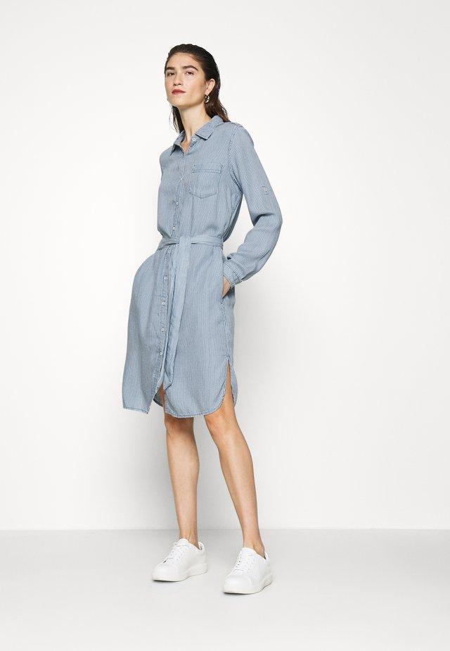 SKARA DRESS STRIPE - Košilové šaty - indigo
