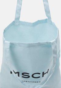 Moss Copenhagen - ORGANIC LOGO SHOPPER - Tote bag - omphalodes/sky - 2