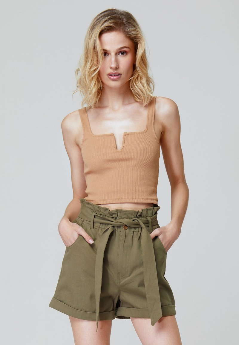FELIPE ALBERNAZ - Shorts - khaki