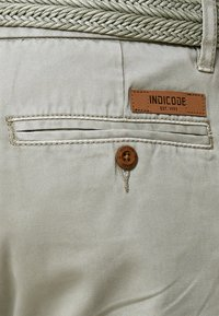 INDICODE JEANS - CASUAL FIT - Shorts - light grey - 4