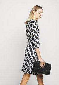 Diane von Furstenberg - NEW JULIAN TWO - Jersey dress - black/white - 4