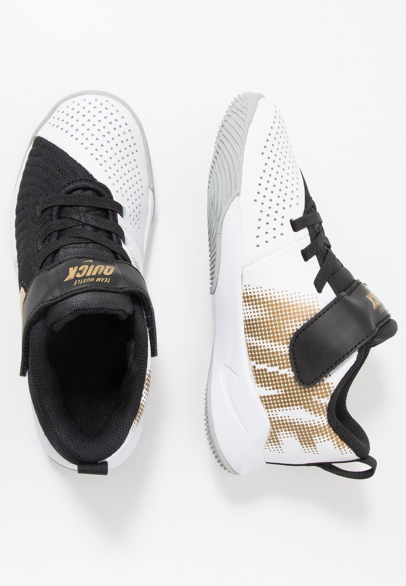 Nike Performance - TEAM HUSTLE QUICK 2 - Basketball shoes - black/metallic gold/light smoke grey/white