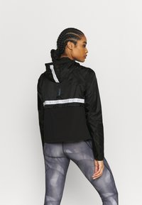 Under Armour - RUN ANYWHERE ANORAK - Hardloopjack - black - 2