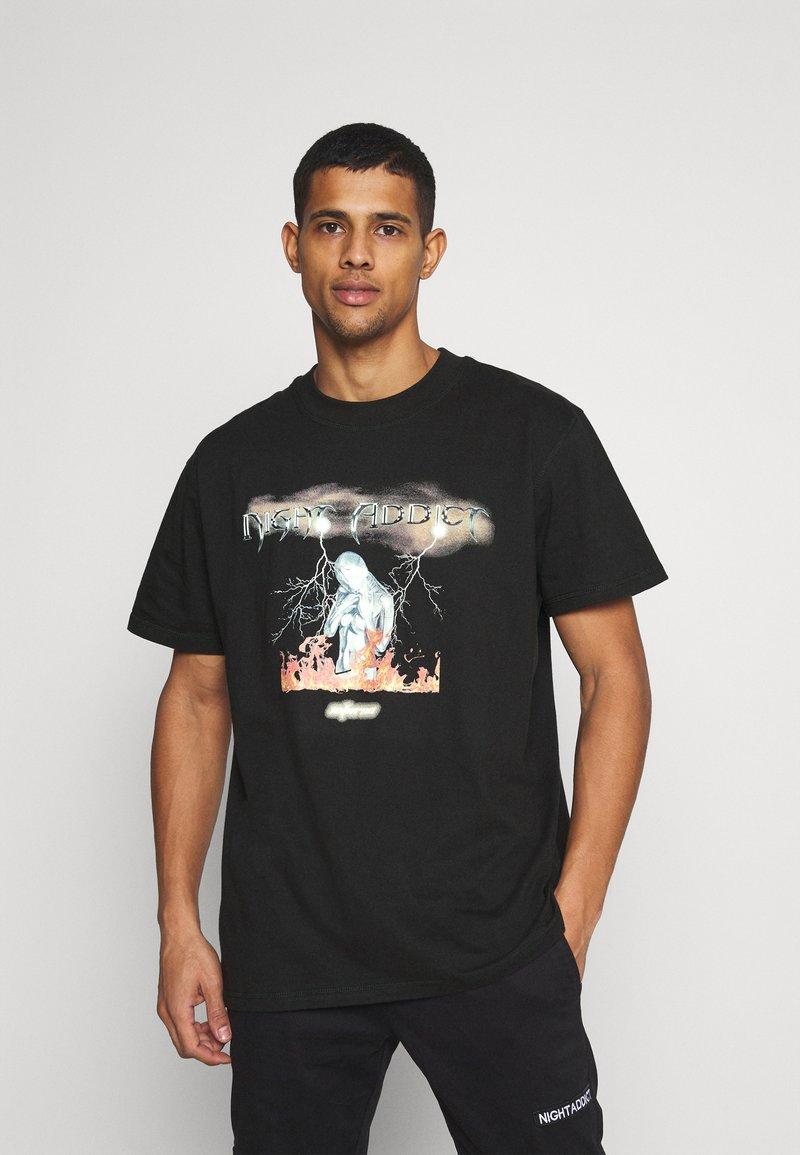 Night Addict - UNISEX INFERNO - Print T-shirt - black