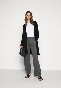 CHINTI & PARKER - ESSENTIALS WIDE LEG PANT - Broek - grey - 1