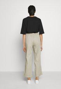 Filippa K - HAYLEY TROUSER - Spodnie materiałowe - grey/beige - 2