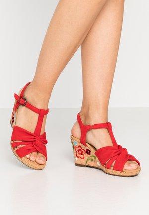 Sandalias de cuña - flame