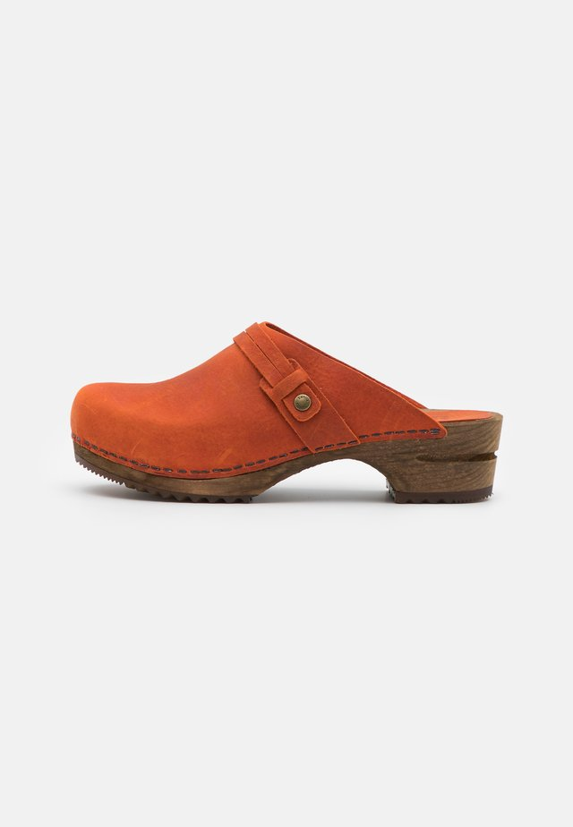 URSANA OPEN - Clogs - burned orange