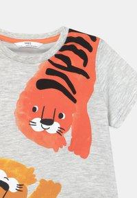 Marks & Spencer London - TIGER UNISEX - Pyjama set - orange - 3