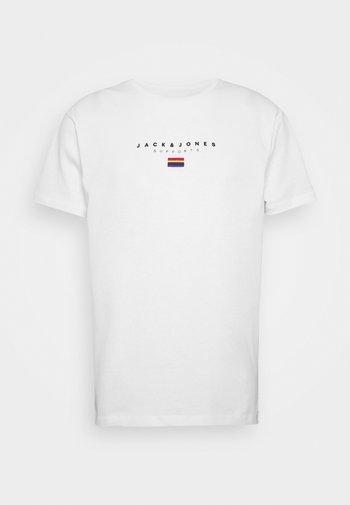 JORPRIDE - T-shirt z nadrukiem - white