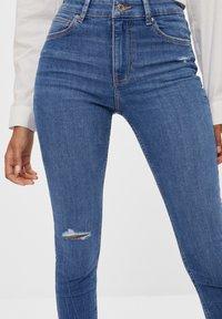 Bershka - MIT HOHEM BUND  - Jeans Skinny Fit - blue - 3