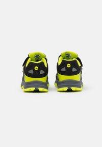 Hi-Tec - YOMP WP JR UNISEX - Trekingové boty - black/lime green - 2