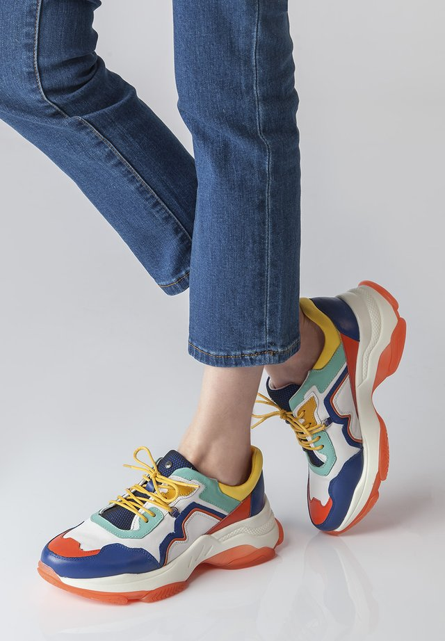 CHUNKY SOLE - Sneakers laag - blue